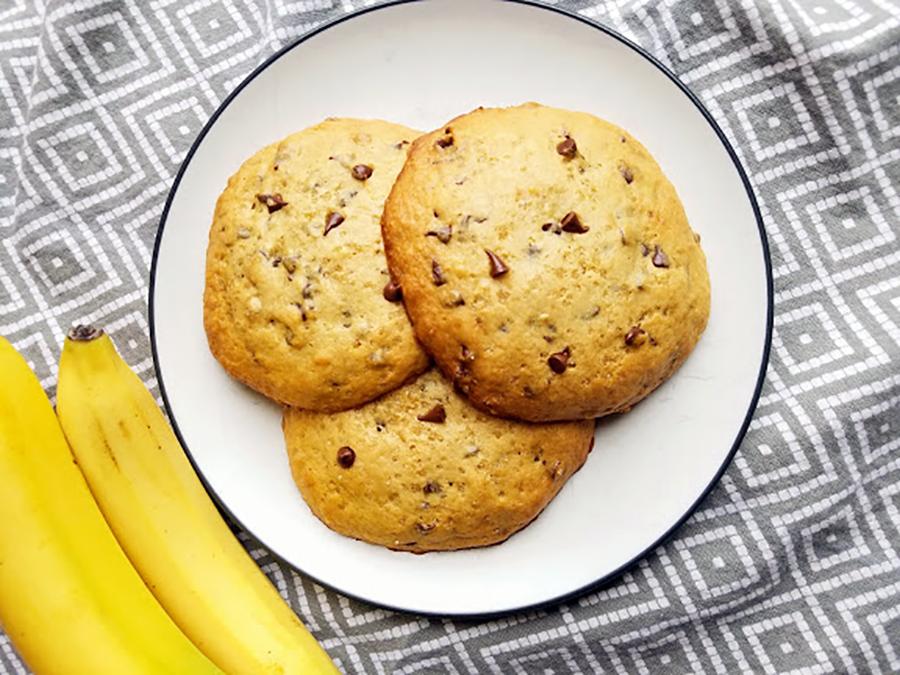 Banana Peanut Butter Chocolate Chip Muffin Tops | Eat Wheat