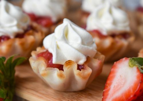 Strawberry dessert bites - EatWheat