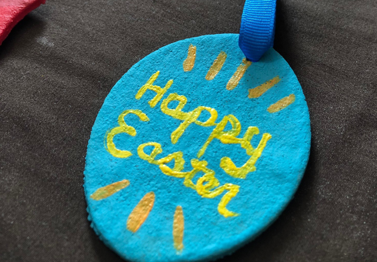 Image: Happy Easter ornament.