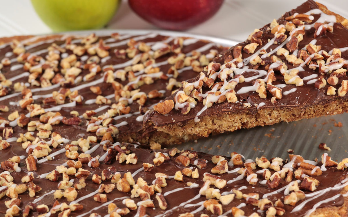 Apple 'N Spice Pizza Cookie
