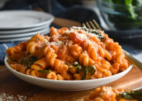 One Pot Creamy Tomato Spinach Pasta